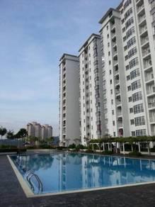 Medium Room for Rent in Plaza Menjalara