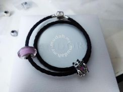 Pandora Leather Set (with waving cat and pink Mura