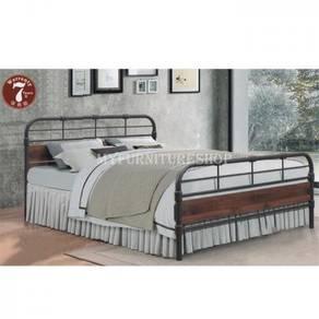 Verona Metal/Wood Queen Bed