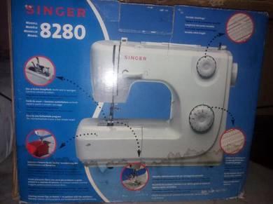 Sewing machine model 8280.Mesin jahit mudah alih