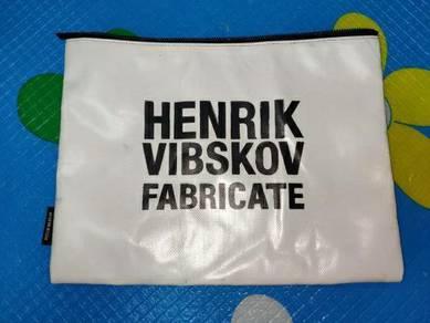 Bag tablet by Henrik Vibskov