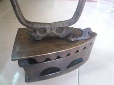 Iron arang kayu