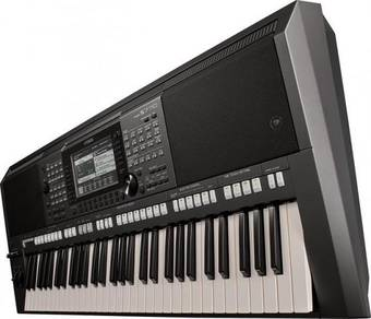Yamaha Arranger Workstation with Adapter (PSRS770)