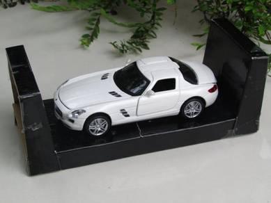 1/32 Mercedes-Benz with Sound & Light (White)