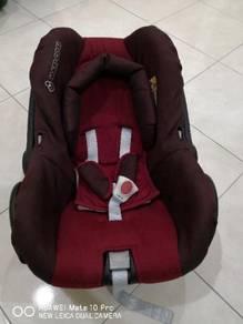 Maxi cosi carrier / car seat