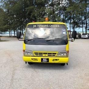 Towing tow truck isuzu nissan nPr 4.6