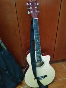Semi Akustik Guitar with pick, tuner and bag