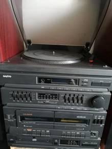 Sanyo Hifi Turntable, cassette, radio and cd.