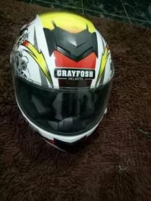 Helmet grayfrosh