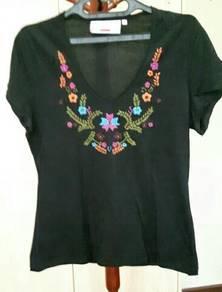 Elle V-neck t-shirt (black)