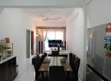 Master bedroom Desa Palma Apartment Nilai
