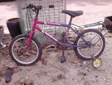 2 Kecil 2 besar basikal cincai jual sekali.