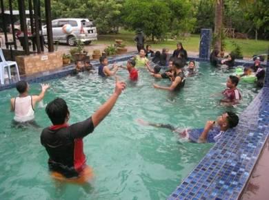 Inap desa dgn kolam ikan Dan kolam renang