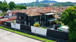 FREEHOLD Double storey corner big land house for sale