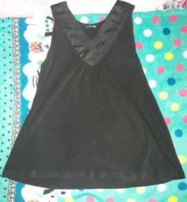 Singlet black colour V-Neck style