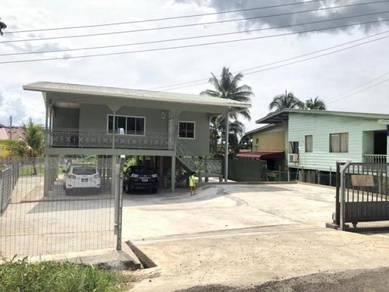 Wooden house / kg Muhibbahraya for rent