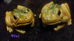 Vintage pair of porcelain frogs for feng shui SLG