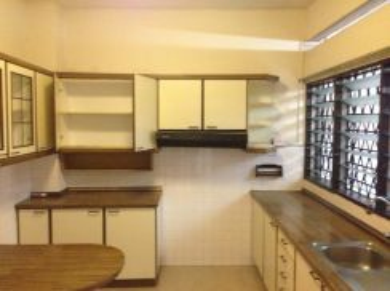 Tmn Kajang Raya 2storey house, partly furnished 4r3b