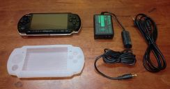 Psp 3000 8gb piano black secondhand