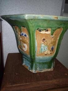 Antique nyonya vase