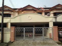 4.5 points double storey at bayor bukit for sale