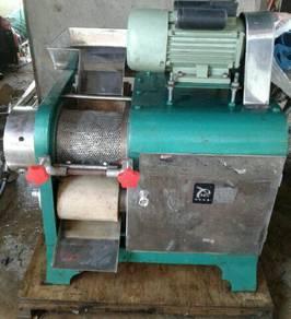 Mesin asing tulang ikan (deboner machine)