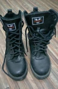 Kasut boots