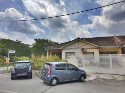 Full Loan End Lot Single Story Garden Avenue Seremban 2