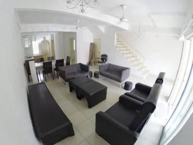 LIKE NEW! 2 Storey Terrace Aman Putri, U17 Shah Alam [FREEHOLD]