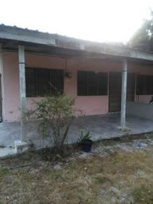 Rumah Berhampiran SMK Sultan Abdullah