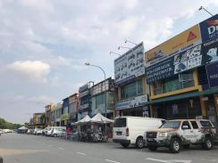 GOOD FOR INVESTMENT FACING MAIN ROAD Bdr Parkland 2 Sty shoplot