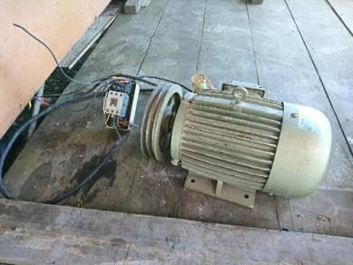 Engine compressor