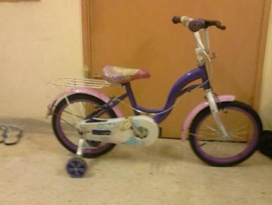 2 Kecil, 2besar basikal,2rim 1 sportcar clear.
