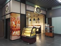 Bakery at full of crowd MRT Station for takeover