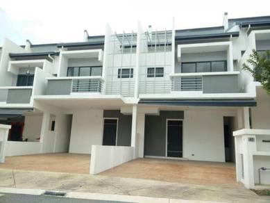 (BELOW MARKET)Lakeclub Parkhomes 2 Storey Terrace Rawang