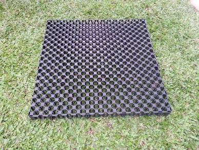 Water Drainage Tray / Board for Garden - Grass