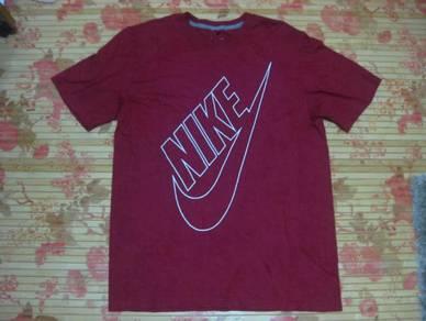 Nike Big Logo Tee size M/L