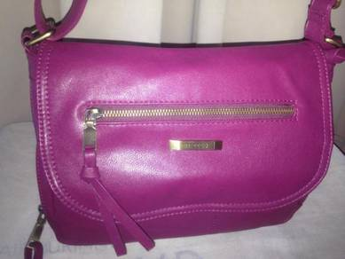 LEATHER sling/shoulder bag brand MIZZUE