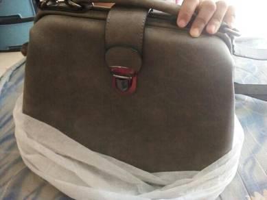 Handbag kaler grey msh baru tip top blum d gunakan