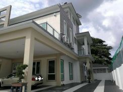 2.5 storey semi detached at ipoh town area