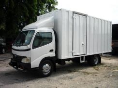 Hino wu423 r / 17 feet / container box / 2007 year