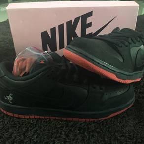 Nike sb black pigeon staple