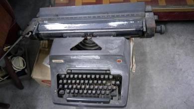 Vintage OLYMPIA typewriter mesin taip lama antik