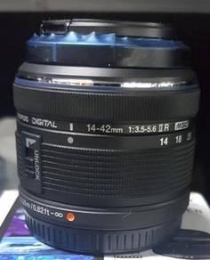 Olympus 14-42mm II R lens