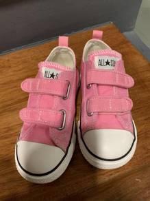 Converse pink chuck taylor kids shoes