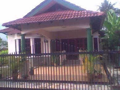 Rumah banglo di tangkak