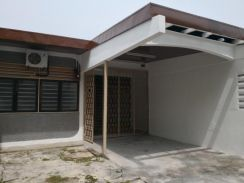 A decent single storey link house for sale