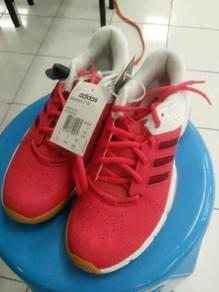 Salam sy ada jual kasut badminton berjenama adidas