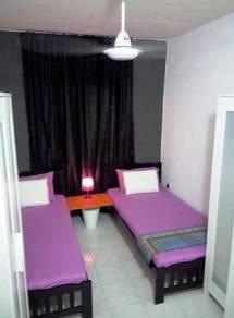 Near MRT super value room for male with WiFi, Flora Damansara