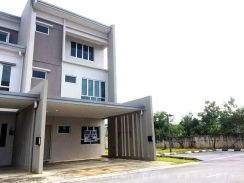 3 Storey Intermediate Town House at Academia Lane, Samarahan